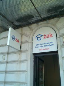 Oznakowanie placówki ŻAK w Warszawie